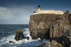 neist point lighthouse, skye foto