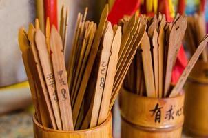 close up van chien tung fortune sticks