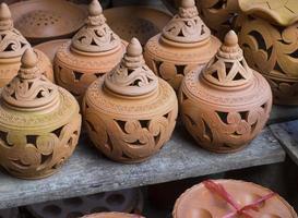 aardewerk bruine handgemaakte kleipotten foto
