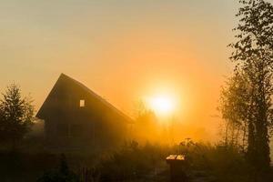 zonsopgang in het dorp foto