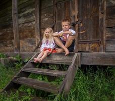 Oekraïens meisje in traditionele kleding - glimlachend foto