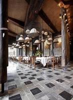 tuinrestaurant in zuidoostaziatische stijl foto