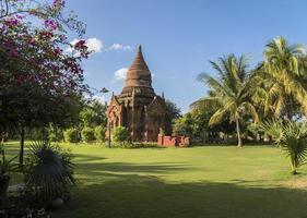 myanmar, een stoepa in bagan foto