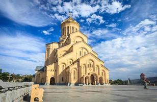 de kathedraal van de heilige drie-eenheid van tbilisi, georgië foto