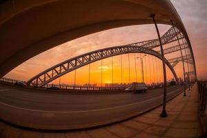 zonsondergang in de brug foto
