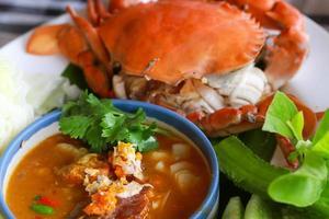 Thais eten pittige kruiden chili saus, selectieve aandacht foto