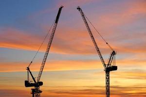 silhouet van bouwkraan foto