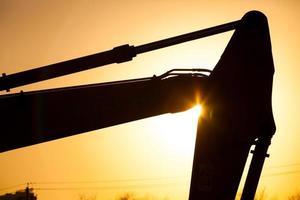close-up graafmachine bij zonsondergang foto