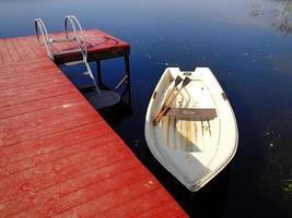 boot op de pier foto