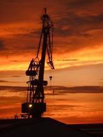 zonsondergang op de scheepswerf van curacao foto