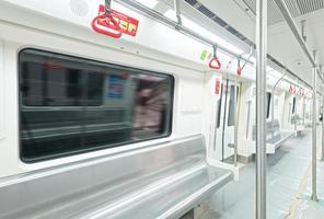 binnenaanzicht van een metro auto foto