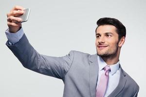zakenman selfie foto maken op smartphone