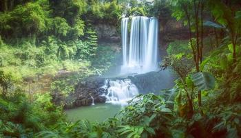waterval in de zomer dam'bri foto