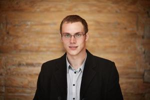 herfst portret van een jonge man in glazen