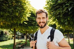 student met rugzak buiten foto