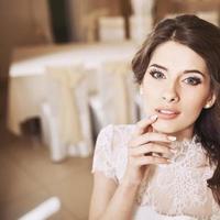 trouwfoto van gelukkige bruid. foto