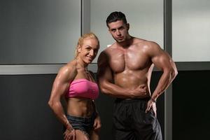 atletische man en vrouw foto