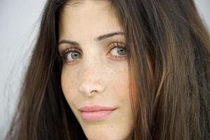 close-up van vrouw zonder make-up foto