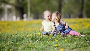 kinderen in het veld foto