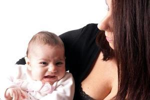 moeder met babymeisje foto