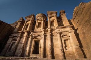 het klooster in Petra, Jordanië foto