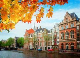 oude huizen van amsterdam, Nederland foto