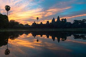 angkor wat bij zonsopgang foto