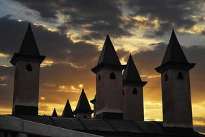 moskee minaretten bij zonsondergang foto