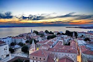 weergave van zadar, Kroatië van bovenaf bij zonsondergang foto