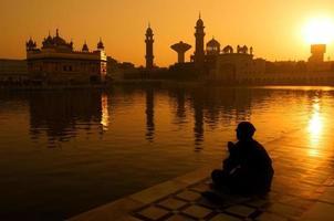 sikh pelgrims bij gouden tempel india foto