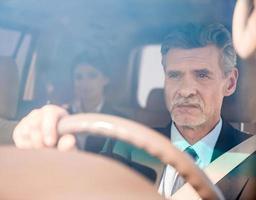 zakenman in de auto foto