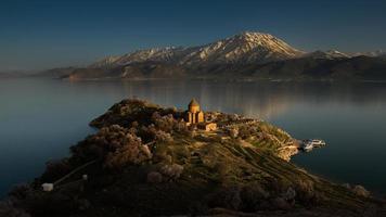 laatste licht bij de Armeense kerk, Turkije foto