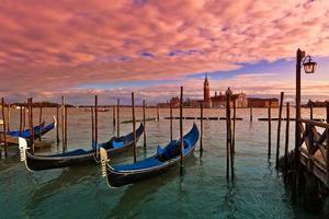 zonsondergang tijd in Venetië, Italië. foto