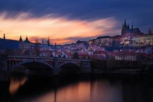 Tsjechië, Praag, Mala Strana tijdens zonsondergang foto