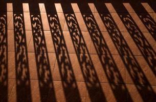 silhouet achtergrond van baluster, architectonisch element, worm licht foto