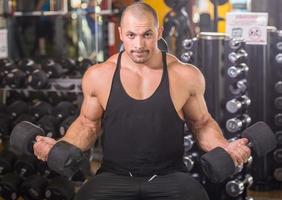 bodybuilder op sportschool foto