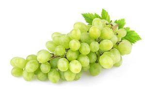 druiven die op witte achtergrond worden geïsoleerd