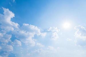 wolken en lucht gedurende de dag