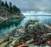 lange blootstelling van rotsachtige kust foto