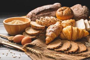 brood eieren en tarwe foto