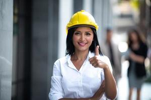 zakenvrouw geven een thumbs up
