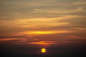 zonsondergang op het platteland. foto