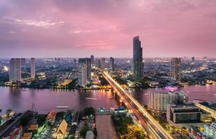 de stadshorizon van bangkok, thailand foto