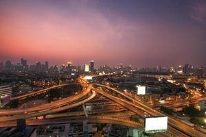 luchtfoto van de snelweg van bangkok in thailand foto