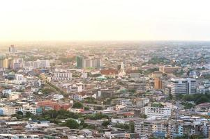 luchtfoto van het centrum van Bangkok op een zomerdag foto
