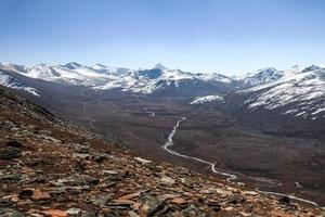 landschap van besneeuwde bergketen in pakistan foto