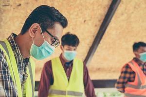 ingenieur en architecten op de bouwplaats foto