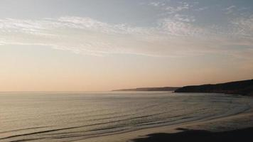 silhouet van kustbergen