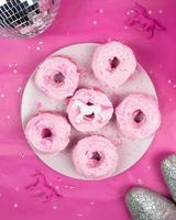 zes roze donuts foto