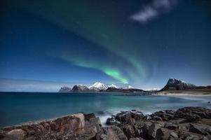 aurora borealis op lofoten eilanden foto